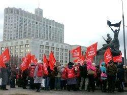 Коммунисты на митинге потребовали отставки Медведева