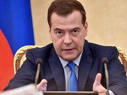 Новость на Newsland: Медведев рассказал о переходе правительства на ручное управление