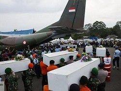На месте крушения самолета AirAsia найдены два крупных объекта