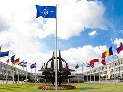"""2015: НАТО делает """"пальцы веером"""""""