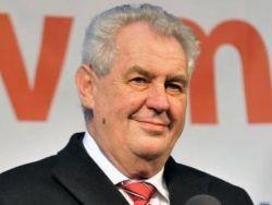 Президент Чехии считает Арсения Яценюка премьером войны