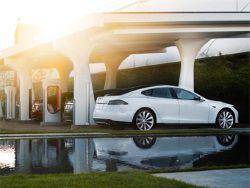 Tesla сделает  живую  автоматическую зарядку