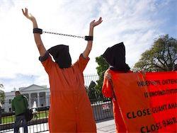 Бывшие узники Гуантанамо прибыли в Казахстан