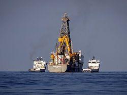 Нефть продолжает дешеветь, обновляя пятилетние минимумы
