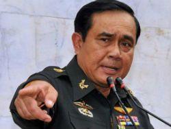 Тайский премьер оскандалилися перед прессой