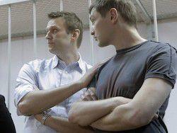 Новость на Newsland: Суд разъяснил приговор братьям Навальным