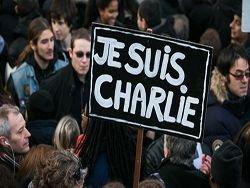 """А вы бы вышли на марш в майке """"Я - Шарли""""?"""