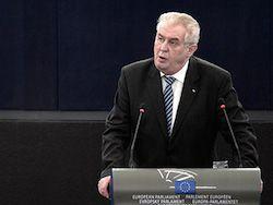 """Президент Чехии осудил слова Яценюка о """"советском вторжении"""""""