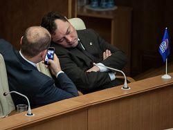 Депутат ЕР: чтобы преодолеть кризис, нужно действовать