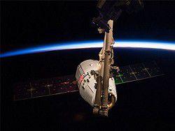 Новость на Newsland: Частный космический корабль Dragon отстыковался от МКС
