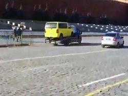 Полиция устроила погоню за эвакуатором на Красной площади