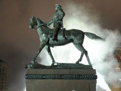 Монголия просит РФ передать памятник Жукову с Манежной