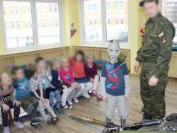 Петербург: малышей учат любить Родину с оружием в руках