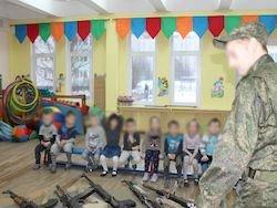 В детском саду Петербурга открестились от утренника с оружием