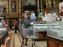 Новость на Newsland: Потребители отказываются от алкоголя, чипсов, шоколада