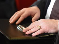Новость на Newsland: Губернаторы раскрыли бумажники