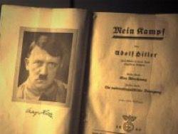 Портрет Гитлера под иконами