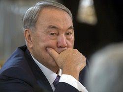 Назарбаев объяснил девальвацию тенге просьбами бизнеса