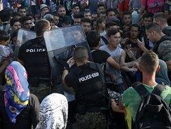 Полиция в Македонии применила слезоточивый газ