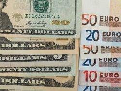 В Казахстане продолжается валютная паника