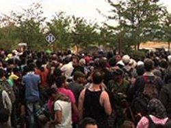 Тысячи мигрантов со стороны Греции прорываются в Македонию