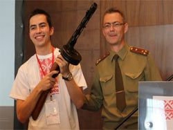 Беларусь подарила ППШ россиянину, купившему броневик
