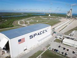 NASA и SpaceX заключили контракт на пилотируемый полёт