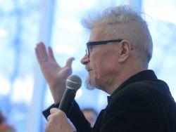 Лимонов не жалеет о словах про деградантские комедии Рязанова