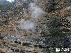 Новость на Newsland: В Китае нашли древнее захоронение из ста висячих гробов
