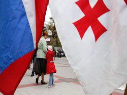 Метод кнута и пряника: РФ начинает борьбу за Грузию