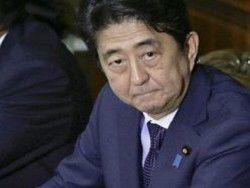 Премьер Японии призывает Путина обсудить мирный договор