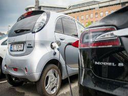 Норвежцы массово пересаживаются на электромобили