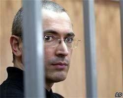 Дед Мороз и Снегурочка принесли Михаилу Ходорковскому и Платону Лебедеву подарки в СИЗО