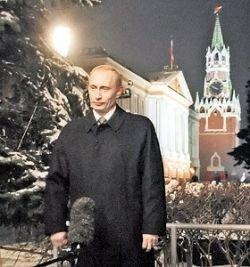 Как лидеры страны поздравляли нас с Новым годом: Борис Ельцин ввел моду на бокалы, а Владимир Путин - на елочки