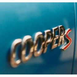 Вчатляющие трюки на автомобиле Mini Cooper (видео)