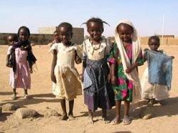 Французских медиков, обвиняемых в попытке похищения 203 детей, приговорили к восьми годам каторги в Чаде