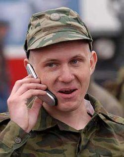 У прибывающих в части молодых солдат изымают телефоны