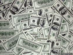Долларовая доля мировых валютных запасов упала до рекордно низкого уровня