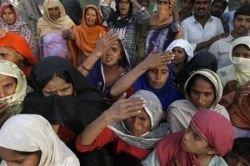 Беназир Бхутто погибла от удара подъемника автомобильного люка