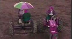 Танец на тракторах (видео)