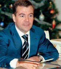 Почему россиянам так полюбился Дмитрий Медведев