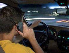 Разговоры по сотовому за рулем, мешают движению других автомобилей
