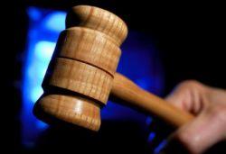 Английским дантистам удалось выиграть суд у фирмы Лакост за право использовать в качестве эмблемы крокодила