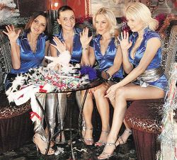 ЧП новогодних «огоньков»: «Блестящих» подожгли, а Максим Галкин остался без штанов