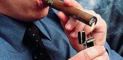 Главный борец с курением в Португалии нарушил запрет в первый день его действия