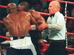 Тайсон предложил Холифилду реванш за откушенное ухо