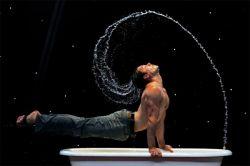 Удивительное акробатическое шоу в ванной от Дэвида О`Мера (David O'Mer) (видео)