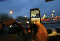 Британских водителей не будут сажать в тюрьму за разговор по мобильному телефону