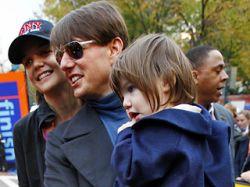 Дочь Тома Круза зачата не им, утверждает его биограф Эндрю Мортон