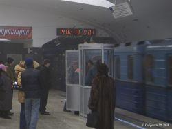 """Новая станция метро \""""Строгино\"""": Старым вагонам сносит крышу"""
